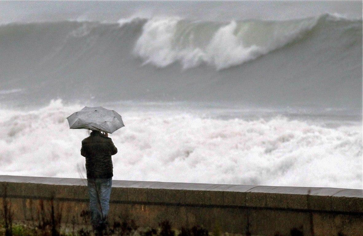 vague à cannes par temps de pluie